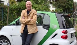Rainer Wälde mit dem smart electric drive