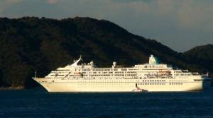 MS Amadea im Pazifik