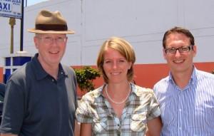 Rainer Wälde mit Katrin und Dr. Michael Schmid, Pädagogischer Leiter Gutenberg Schulen